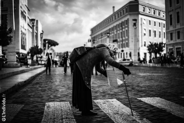 THE BEGGAR - L'Individu Photography