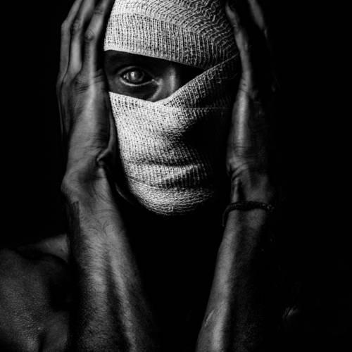 BLIND PHOENIX - L'Individu Photography